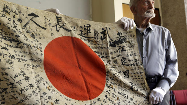 U.S. WWII vet, 93, returning flag he took from dead Japanese soldier