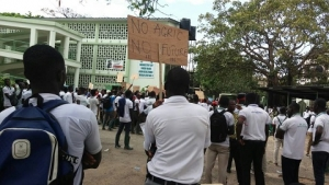 Over 2,000 Agric students picket at MoFA