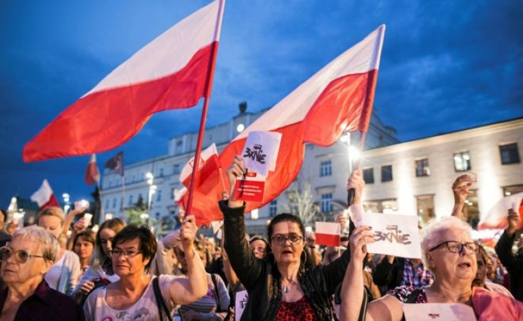Candlelit protests have taken place for several nights in a row in dozens of Polish cities
